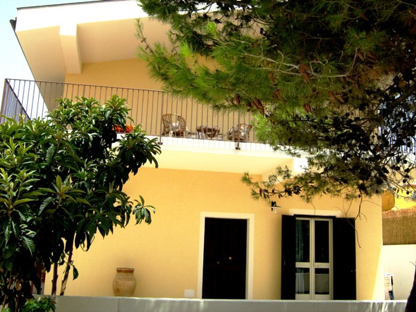 apartment in villa avola
