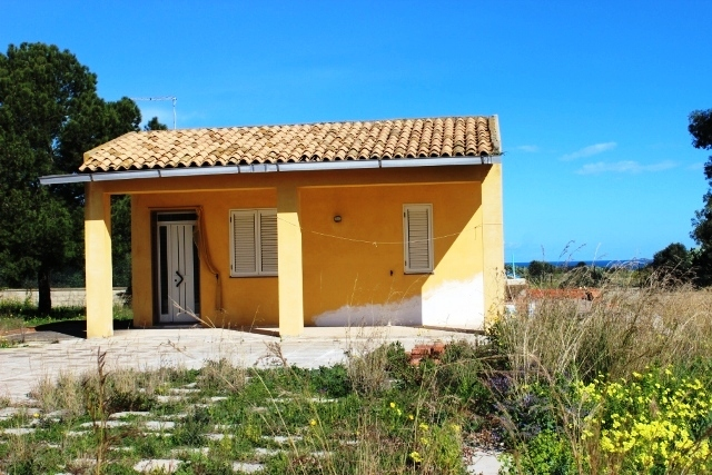 single house for sale close to sea